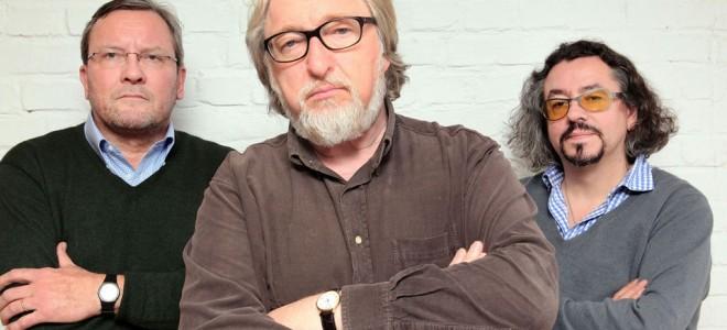 Autor Peter F. Müller, Schauspieler Felix von Manteuffel (spielt Klaus Barbie) und Regisseur Leonhard Koppelmann (v. li.) (Bildrechte: WDR/Anneck)