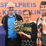 """Stefanie Hoster (Deutschlandradio Kultur), die Preisträger Stefan Scheib und Katharina Bihler (""""Ickelsamers Alphabet"""") und Anette Kührmeyer (SR, Dramaturgin) © Heike Herbertz / Film- und Medienstiftung NRW"""