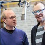 Regisseur Oliver Sturm (l.) und Hanns-Jörg Krumpholz in der Rolle des Christus. | © HR/Ben Knabe