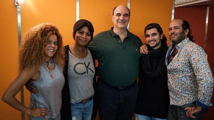 Christina Meyer (Sandra), Doris Schmeer (Beverley), William Cohn (Rüdiger), Omar Sheik Khamiis (Farrell), Tomer Gardi (Leib) v.l.n.r. Bild: WDR.