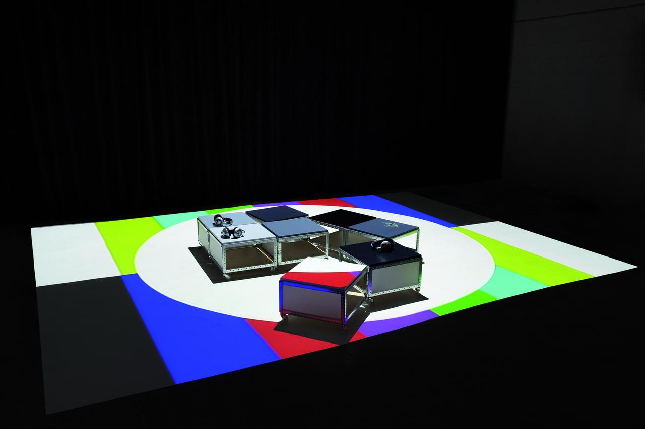 """Eran Schaerf: Installation """"Die Stimme des Hörers"""". Bild: Adrian Sauer, aufgenommen in """"Resonanzen"""", Leipzig, 2010."""
