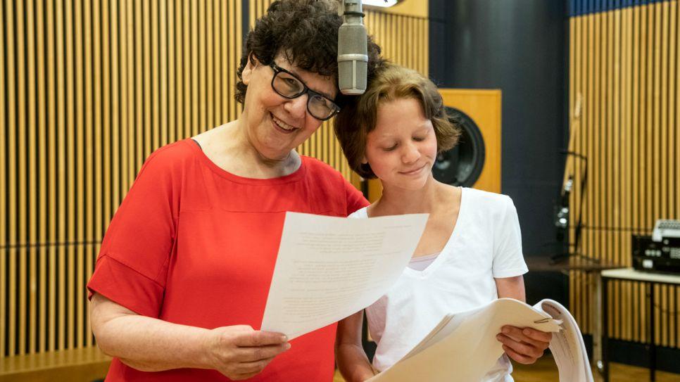 Holly-Jane Rahlens und Theresa Zertani